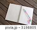 ノートとボールペン 3198805