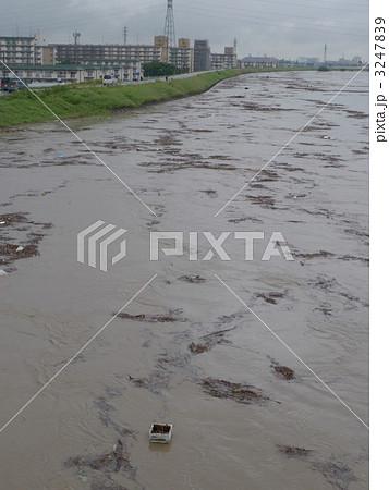 危険水位の庄内川・万場大橋から 3247839