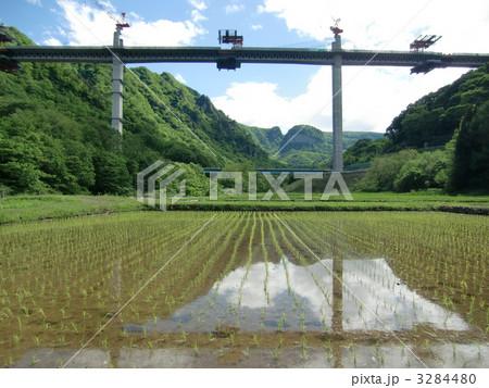 八ツ場ダム湖面2号橋の写真素材 ...