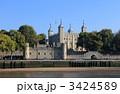 テムズ川から見たロンドン塔 3424589