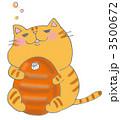 湯たんぽを抱くトラ猫 3500672
