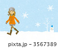 雪の中を歩く女の子 3567389