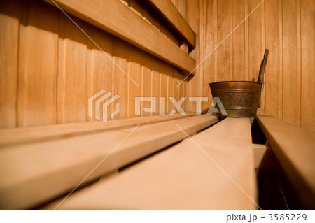 Bench in sauna and copper bucketの写真素材 [3585229] - PIXTA