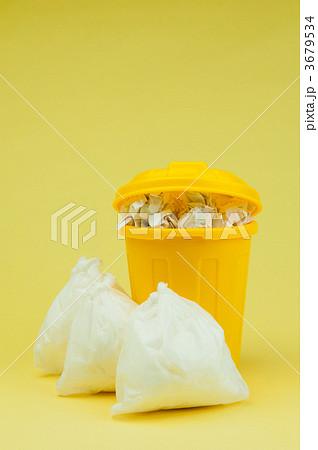 ゴミ収集日 縦 3679534