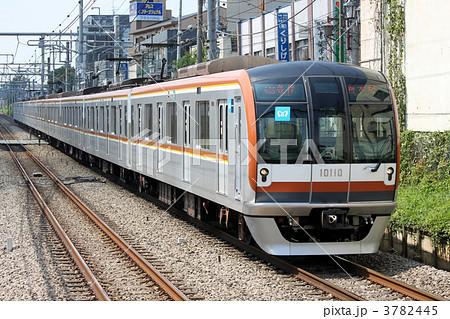 東京メトロ10000系電車 有楽町線...