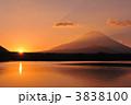 精進湖 御来光 初日の出の写真 3838100