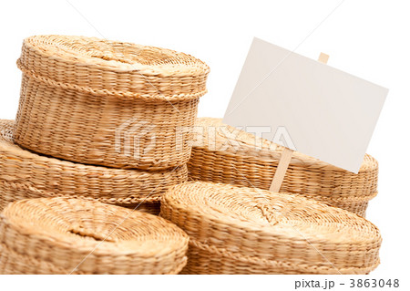 Various Sized Wicker Baskets with Blank Sign on Whiteの写真素材 [3863048] - PIXTA