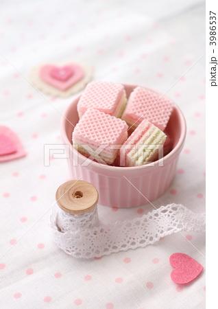 ウエハース 焼菓子 複数の写真素材 [3986537] - PIXTA
