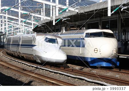 0系新幹線電車とN700系新幹線電...