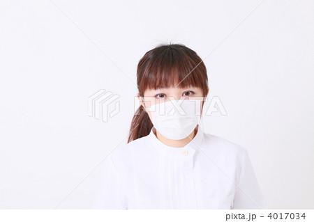 20代看護師のマスク姿 4017034