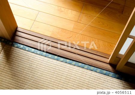 フローリングと畳の境界 4056511