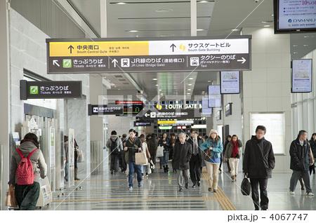 大阪駅連絡橋口の写真素材 [4067747] - PIXTA