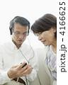 聴く ヘッドホン スマートフォンの写真 4166625