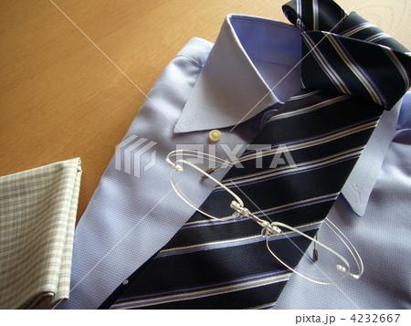 ネクタイとシャツ、眼鏡、ハンカチ 4232667