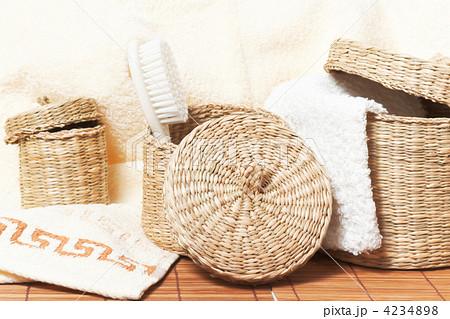 woven baskets with bath accessoriesの写真素材 [4234898] - PIXTA