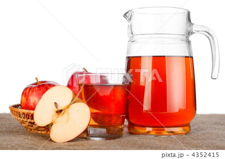 Apple juice. Fresh ripe apples and glass jar of juice on table wの写真素材 [4352415] - PIXTA