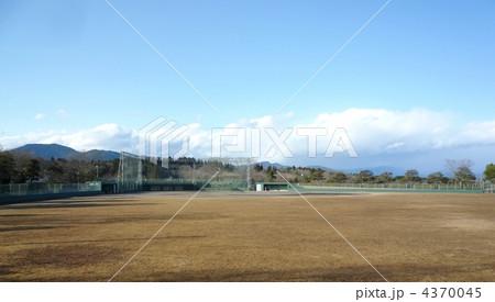 岐阜県 恵那市 まきがね公園 野球場と青空 4370045