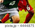 競り合い 球技 足の写真 4444875