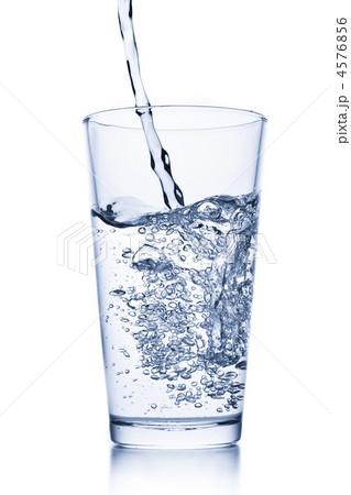 water splash in glassの写真素材 [4576856] - PIXTA