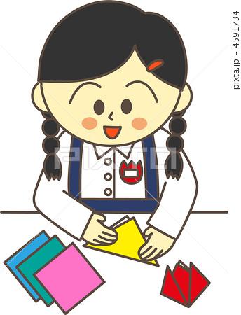 折り紙をする幼稚園児(女の子 ... : 折り紙 幼稚園児 : 折り紙