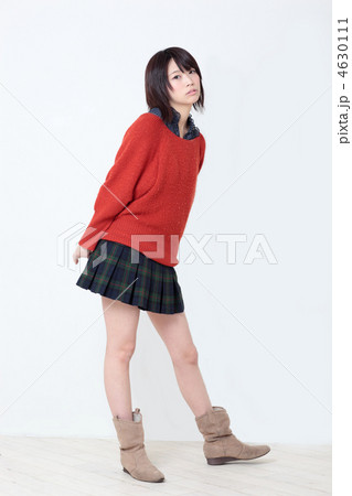 若い女性 ファッション
