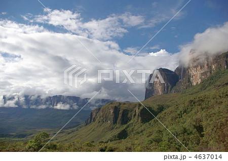 ギアナ高地のロライマとクケナン 4637014