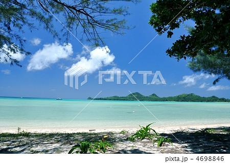 石垣島、底地ビーチ木陰からの風景 4698846