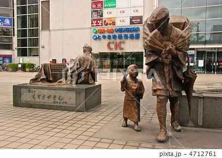 「富山のくすりやさん」の像(JR富山駅南口/富山県富山市) 4712761