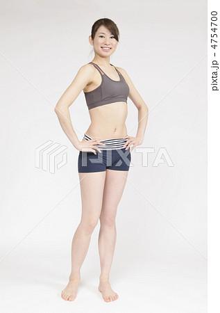 スタイルの良い女性の全身の写真素材 [4754700] - PIXTA