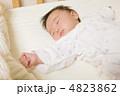 乳児 眠る 乳幼児の写真 4823862