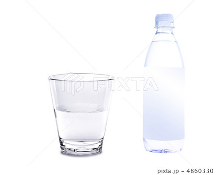 water in plastic bottle with glass isolated on white backgroundの写真素材 [4860330] - PIXTA