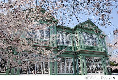 旧ハンター住宅と桜(王子動物園内の異人館) 4881219