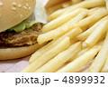 おいしいフライドポテトとチキンバーガー 4899932