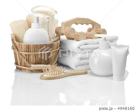 wooden and plastic bathing accessoriesの写真素材 [4948160] - PIXTA
