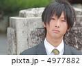 制服姿の男子高校生 4977882