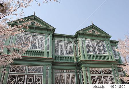 旧ハンター住宅と桜(王子動物園内の異人館) 4994892