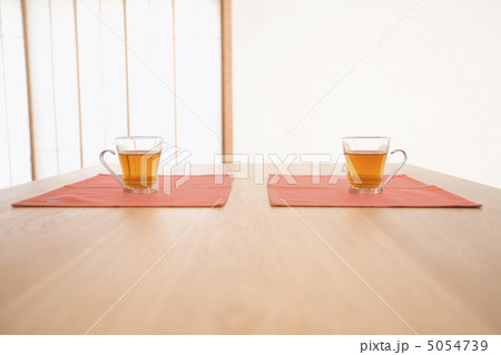 グラスに入ったお茶の写真素材 [5054739] - PIXTA