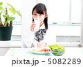 朝食 中学生 女性の写真 5082289