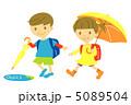 小学生 子供 雨上がりのイラスト 5089504