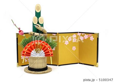 巳年の門松と金屏風 5100347