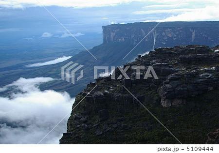 ロライマ山から見るクケナン山 5109444