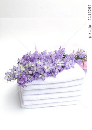 タオルと花束の写真素材 [5116296] - PIXTA