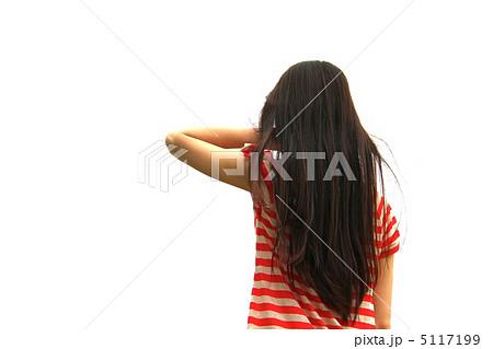 髪を払う女性の写真素材 [511719...