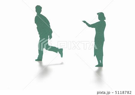 走り去る男性と呼び止める女性のクラフト 5118782