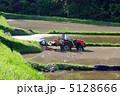 代掻き 代かき トラクターの写真 5128666