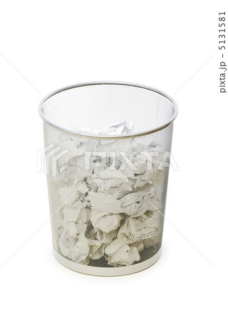 Garbage bin with paper waste isolated on whiteの写真素材 [5131581] - PIXTA