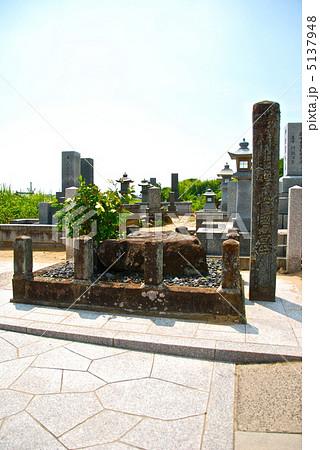 歌舞伎踊りの祖「出雲の阿国」の墓(島根県出雲市大社町杵築北) 5137948