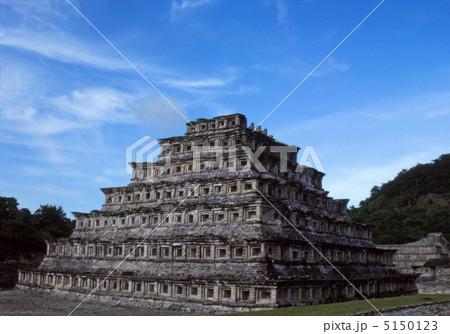 エルタヒン遺跡壁龕のピラミッド 5150123