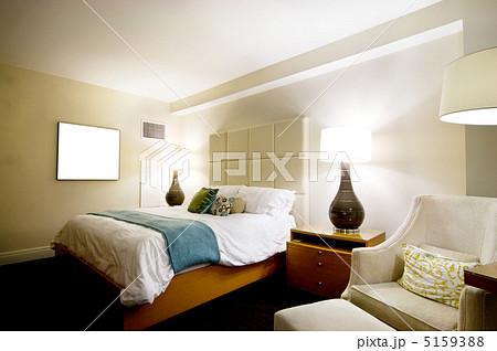 Double bed in the modern interior roomの写真素材 [5159388] - PIXTA