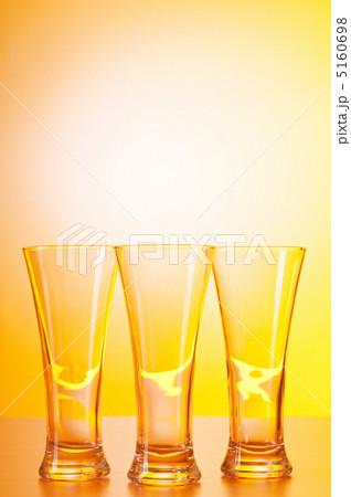 Wine glasses against gradient backgroundの写真素材 [5160698] - PIXTA